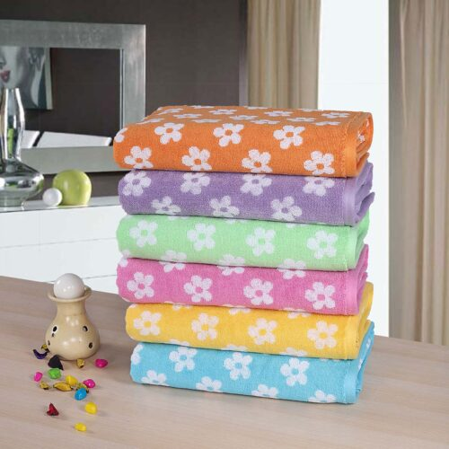 6 Daisy Bath Towels of different colours